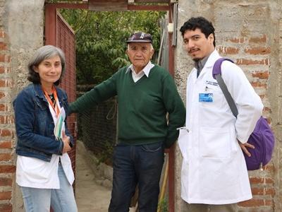 Especialistas se conectan vía telemedicina para mejorar la atención de pacientes oncológicos.