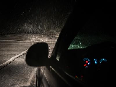 Lluvia, neblina y bajas temperaturas: Conducción segura y cuidado automotriz en invierno.
